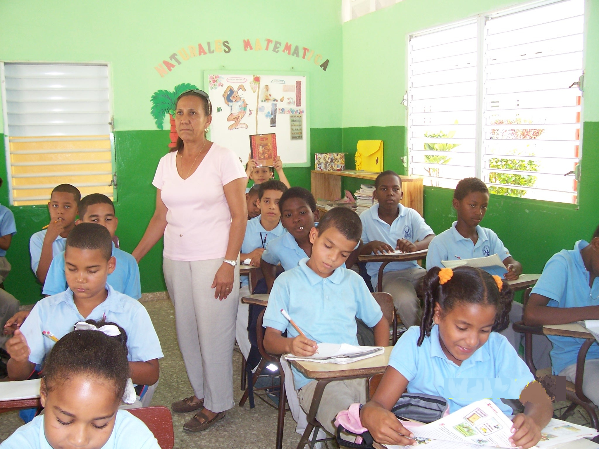 Niños en clase Escuela La Inmaculada