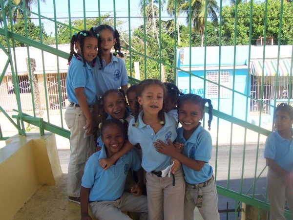 Niños Escuela Elupina Cordero