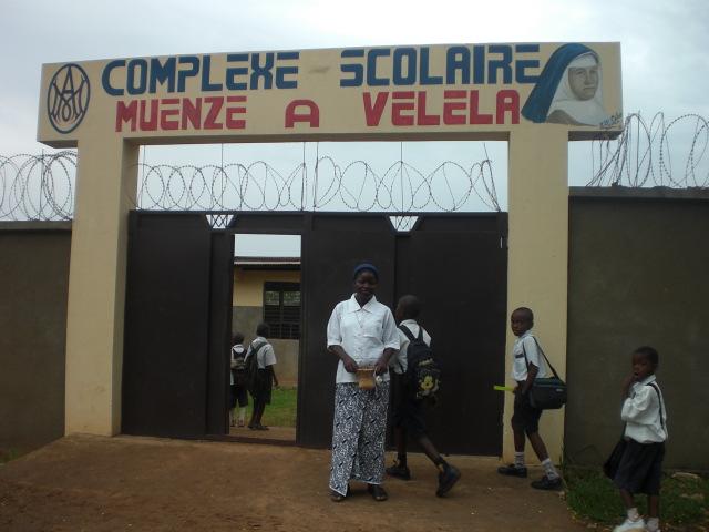 Entrada de la Escuela Mwenze a Vellela