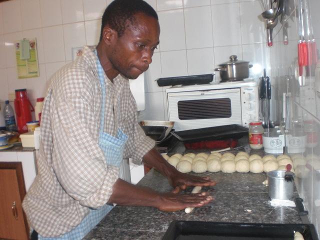 Haciendo pan para conseguir recursos