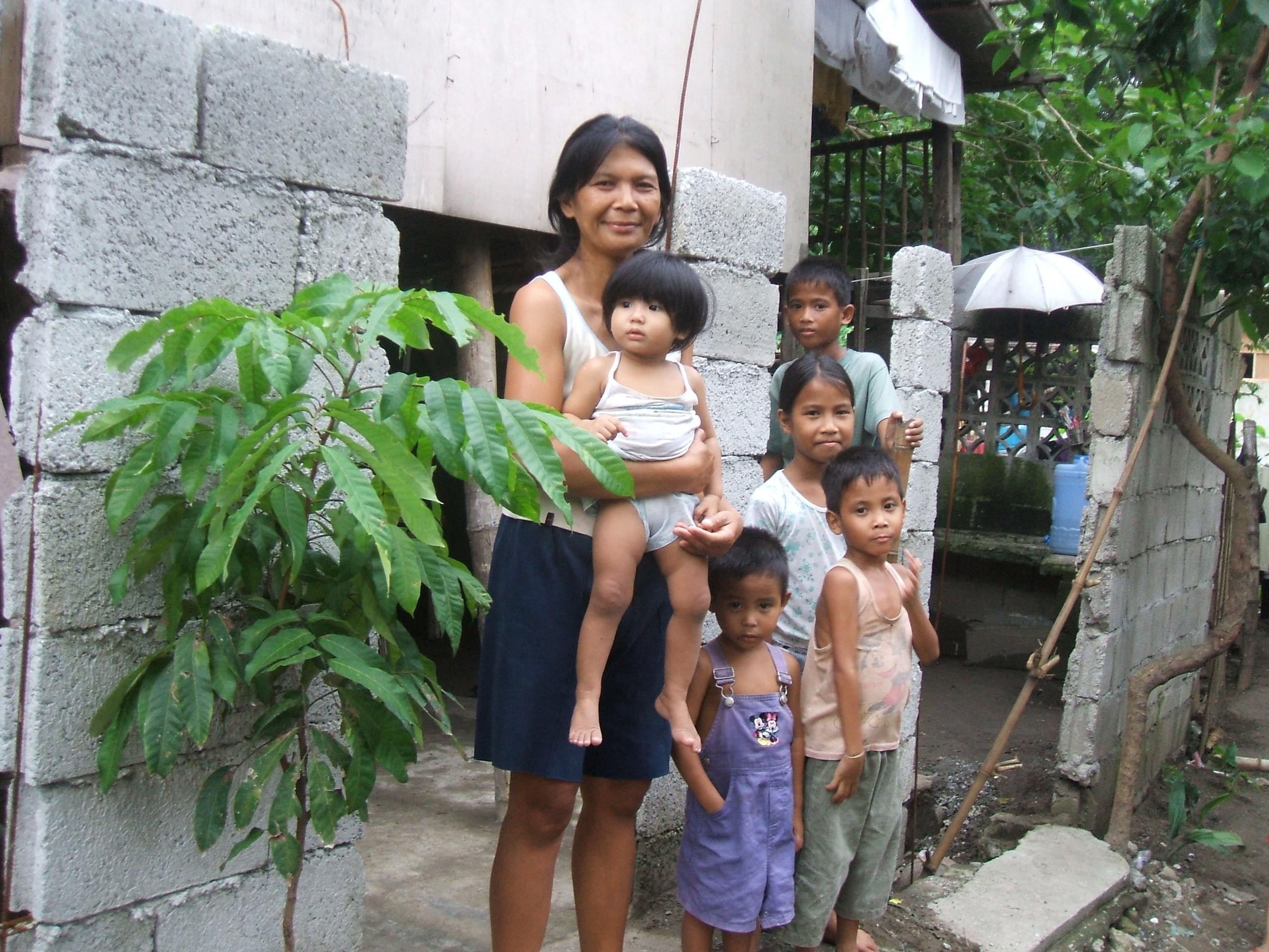 Familia del barrio de la escuela