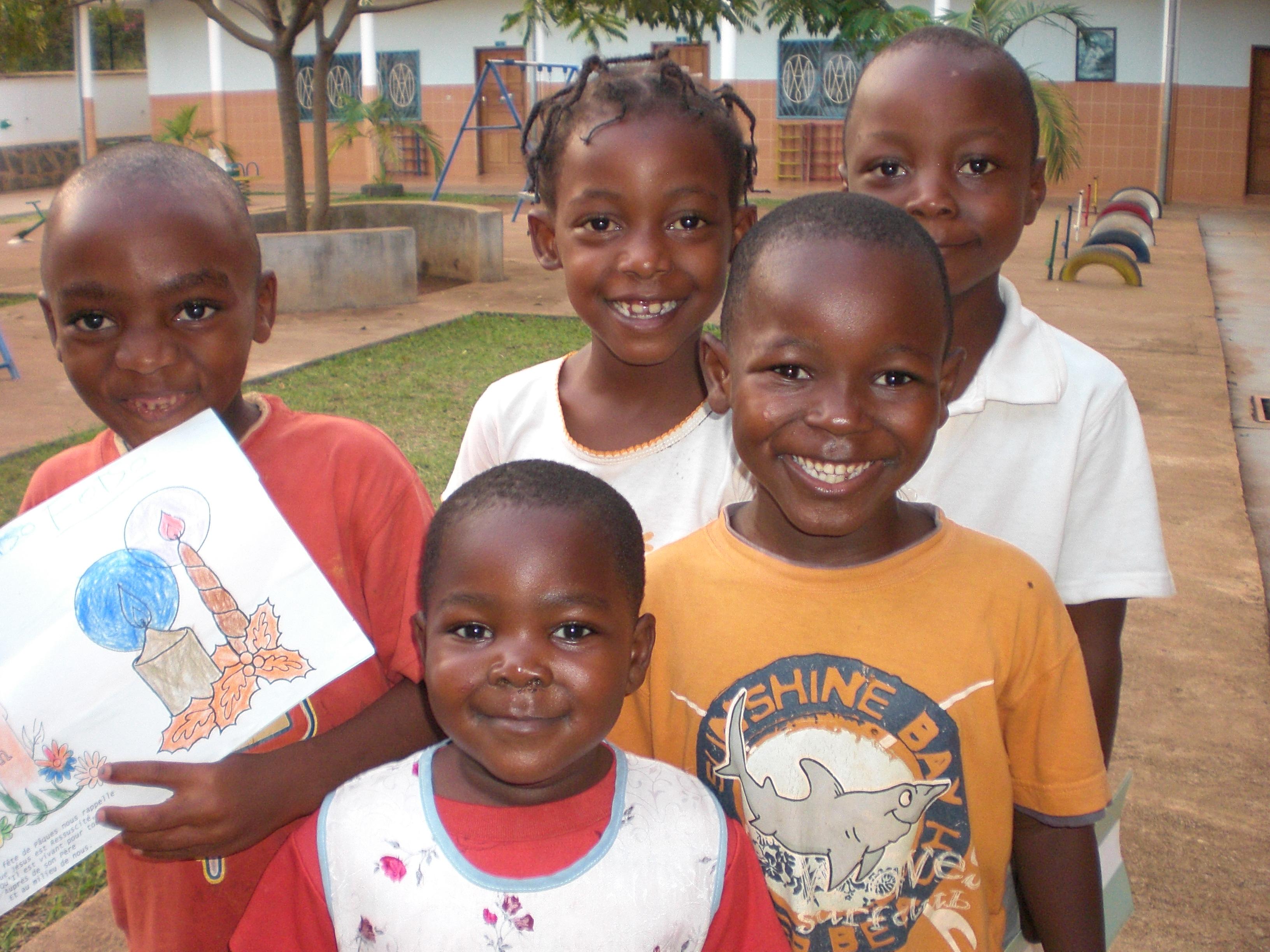 Niños de la Escuela celebrando la Navidad