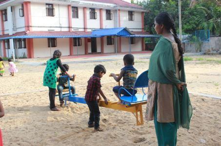 Niños jugando en la escuela de Thelathuruth