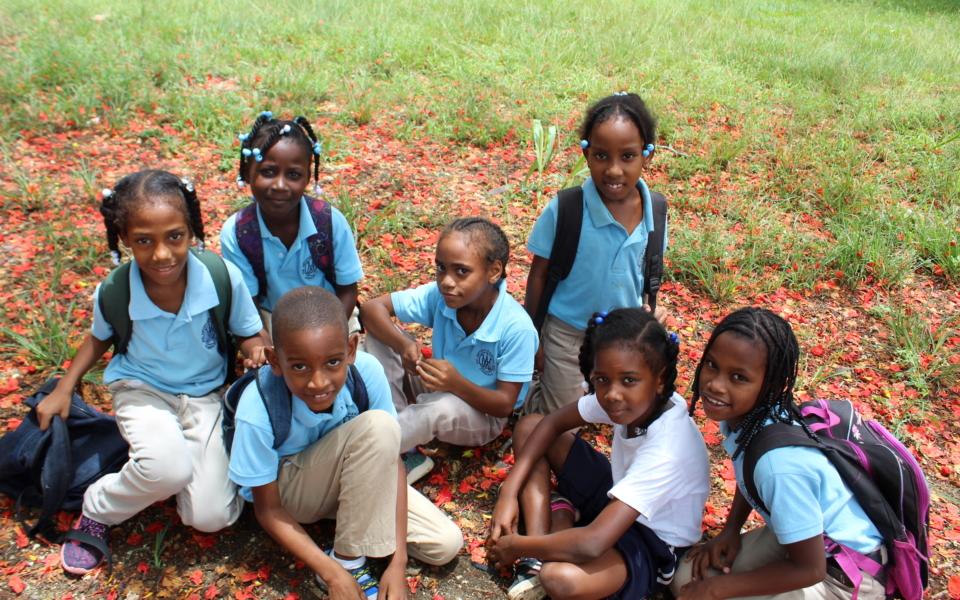 Escuela Consuelo alumnos felices