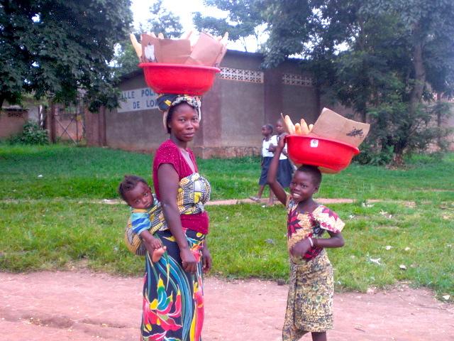 Familia del barrio de Loma, en Mbanza-Ngungu