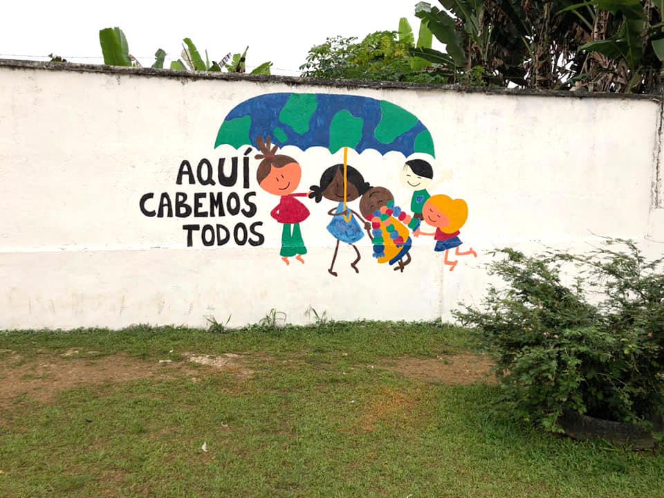 Muro del colegio de Evinayong