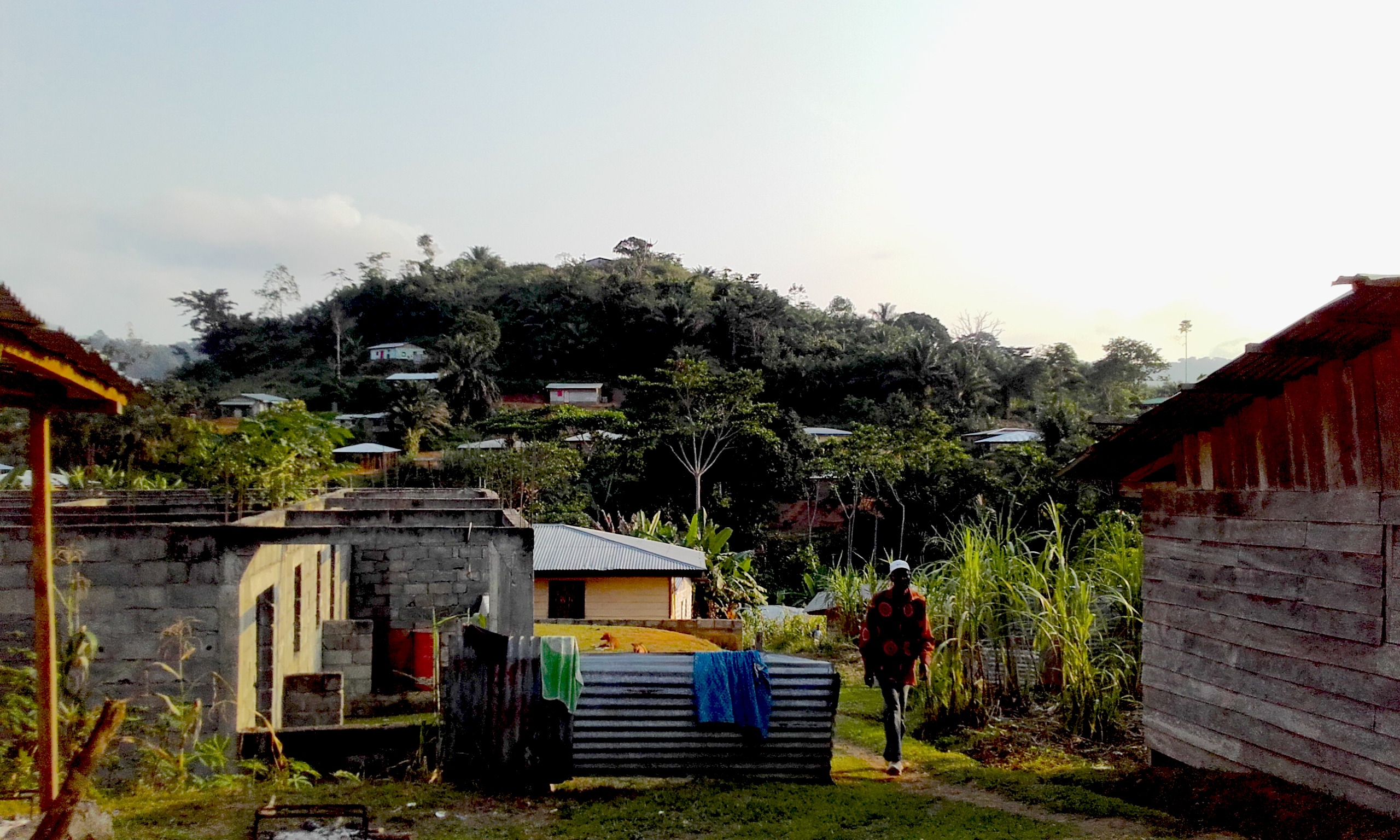Barrio cerca de la escuela de Evinayong