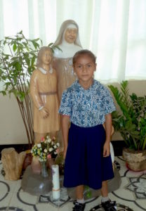 La niña Bria Merlince, de Larantuka, Indonesia