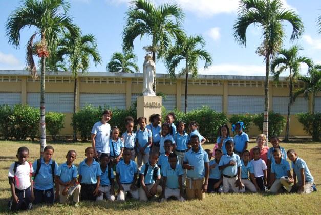 Escuela Antonio Paredes Mena Consuelo (R. Dominicana)