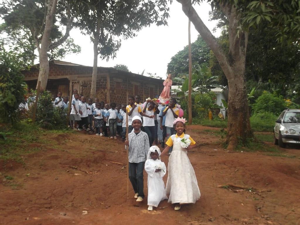 Procesión de la Niña María por el barrio