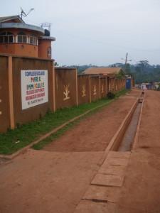 Vista general de la canalización de aguas, Escuela de Yaoundé
