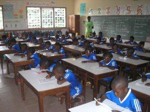 Kisenso - Niños en la escuela