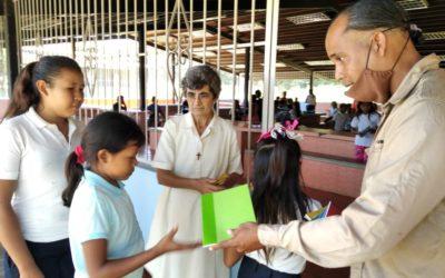 Continua el reparto de material escolar en Venezuela